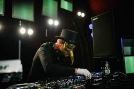Booking Claptone