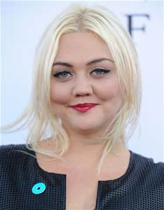 Booking Elle King