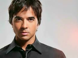 Booking Luis Fonsi