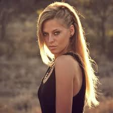 Book Nora En Pure