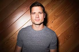 Book Walker Hayes