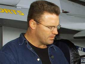 Booking Howie Long
