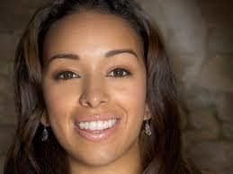 Booking Gloria Govan