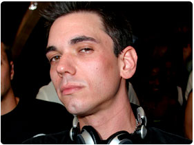 Booking DJ AM