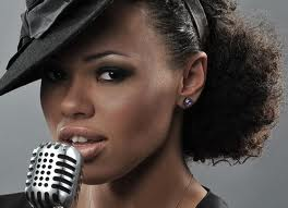 Booking Elle Varner