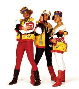Booking Salt N Pepa