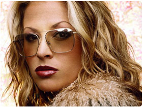 Booking Anastacia